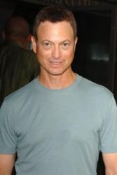 S Michaelem Duncanem se rozlou�ili i Tom Hanks a Gary Sinise, jeho kolegov� ze Zelen� m�le
