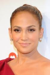 Elizabeth Warrens viral moment gets one-upped by J. Lo