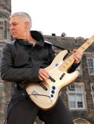 Rockbass: Adam Clayton