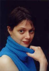 Známá česká herečka 35 let starou fotku z Varů! Schválně, poznáte ji?