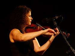 Recenze: Bittová poprvé zpívá Kafku. Za aforismy je člověk, silná individualita
