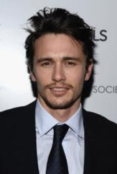 "A je to venku: Krasavec James Franco, �e je ""trochu gay"""