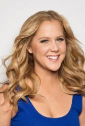 Pregnant Amy Schumer returns to stage after hospitalization