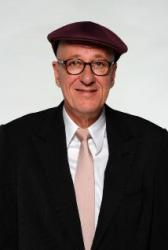 Geoffrey Rush sues newspaper over spurious claims