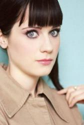 Aliens mix-up Zooey Deschanel, Katy Perry in new music video