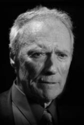 Film Pašerák je labutí písní Clinta Eastwooda. Jeho svět nenávratně mizí