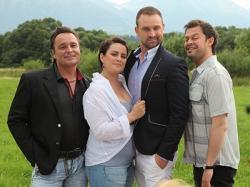 4 nové piesne, 4 nové klipy avhlavnej úlohe herec Alexander Bárta. To je Príbeh príbehov skupiny IMT Smile.